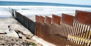 La valla de la ciuadad de Tijuana en la frontera entre México y Estados unidos. ALEJANDRO ZEPEDA (Efe)