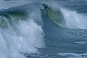 800px-Ocean_surface_wave-740x493