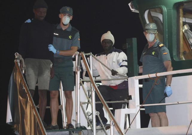 Rescatan a 56 inmigrantes subsaharianos de una patera a su llegada a la Isla de Alborán