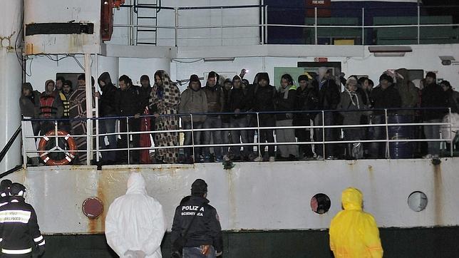 Llegada al sur de Italia este sábado del buque Ezadeen cargado de inmigrantes
