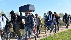 Llegan-inmigrantes-Italia-humanitario-Africa_EDIIMA20171130_0424_4
