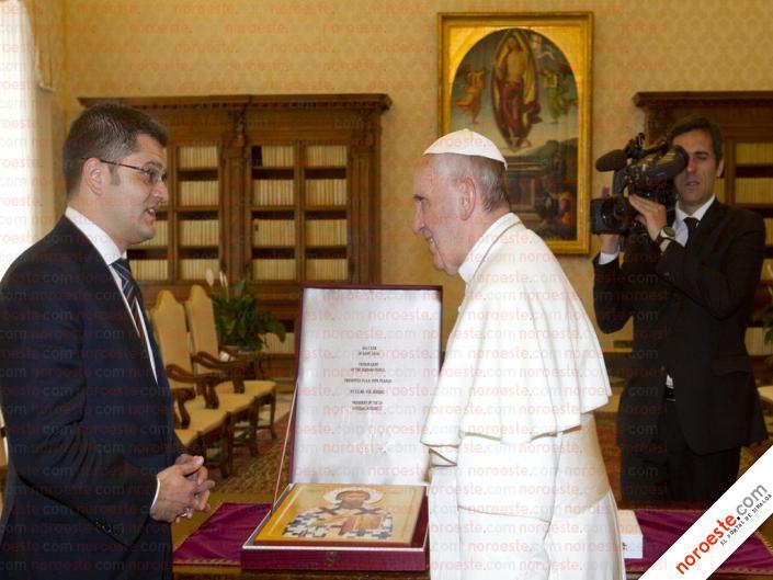 El Papa francisco y Vuk Jeremic, presidente de la ONU