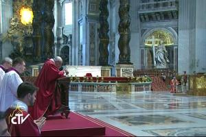 Papa Ora por la Paz en Africa..Venerdi-santo-2-740x493