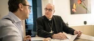 El Obispo Ägidius Zsifkovics de Eisenstadt en su oficina en Viena. © ACNUR / Gordon Welters