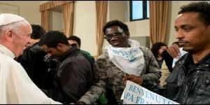 El Papa saluda a los emigrantes acogidos en la parroquia romana