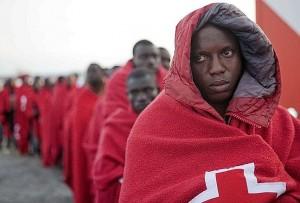 Inmigrantes africanos tras llegar a Motril