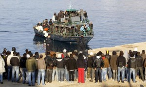 llegan-isla-italiana-lampedusa-200-inmigrantes_1_639576