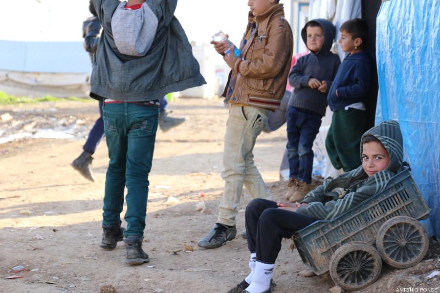 Grupo de jóvenes refugiados yazidíes.
